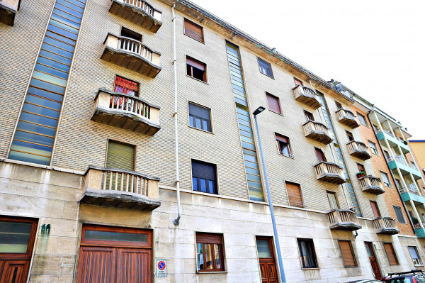 foto stabie Bilocale via Oslavia 44, Torino