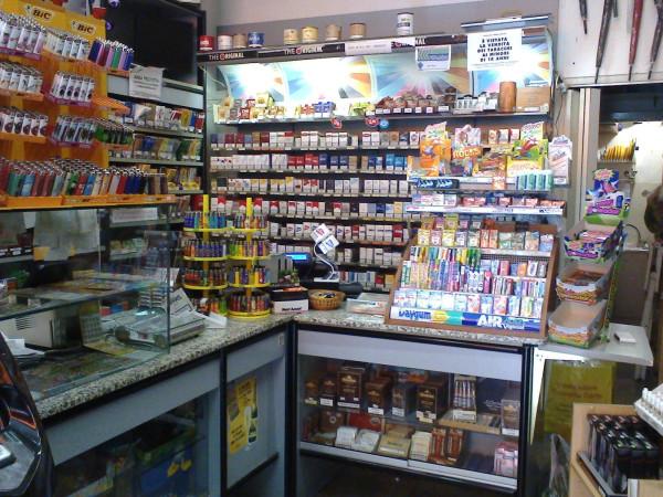 foto  Tabaccheria in Vendita a Albenga