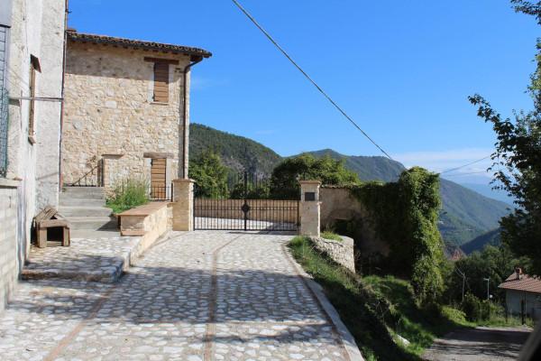 foto  Casa indipendente Località Capanne di Roccaporena, Cascia