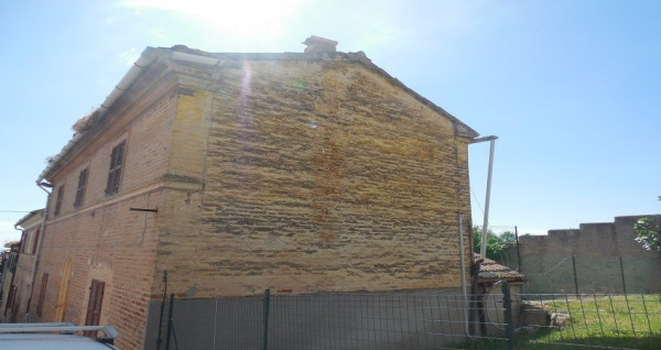 Vendita casa indipendente loreto da ristrutturare for Casa indipendente da ristrutturare