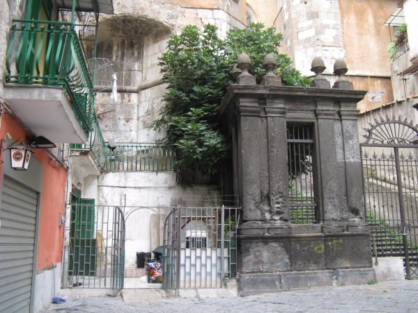 Vendita Casa indipendente in piazza Cardinale Sisto... Napoli. Da ristrutturare, terrazza, 68 mq ...
