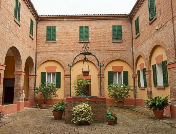 foto chiostro Palazzo / Stabile piazza della Mercanzia 6, Bologna