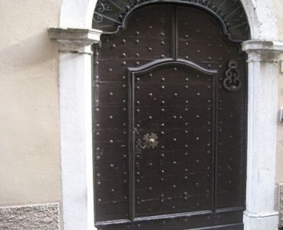 foto  Palazzo / Stabile quattro piani, Gargnano