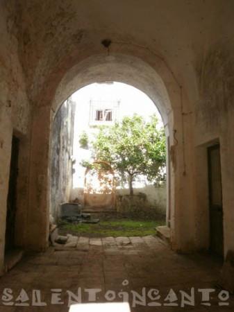 Vendita palazzo stabile miggiano da ristrutturare for Palazzo a due piani