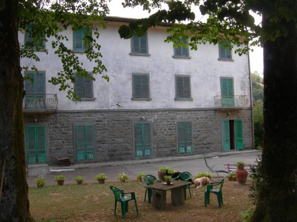 foto  Palazzo / Stabile, da ristrutturare, Vernio