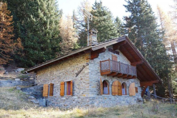 Vendita rustico casale in strada planaval la salle for Foto case in pietra ristrutturate