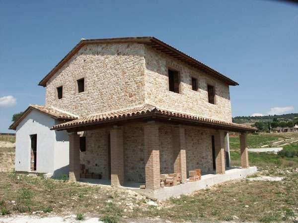 Vendita rustico casale in vocabolo castello 12 todi for Portico auto in vendita