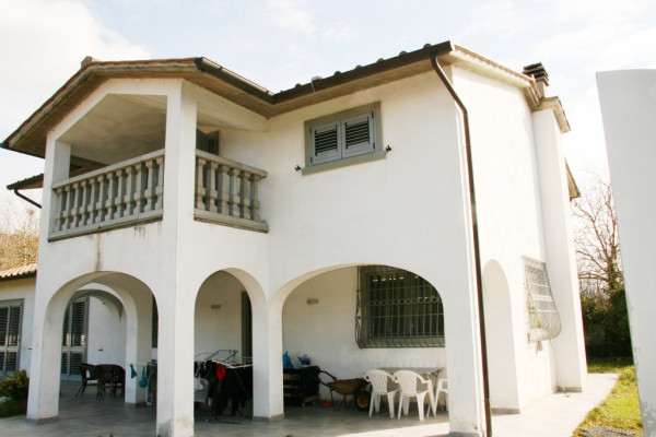 Vendita Villa in Località Marcena Arezzo. Buono stato, posto auto ...