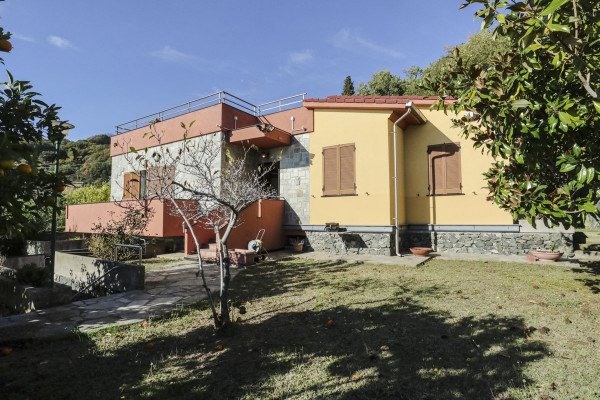 foto  Villa via de Negri, Bergeggi