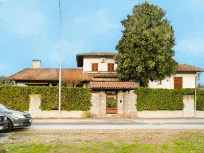 foto Villa Vendita Bernate Ticino
