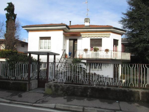 foto  Villa via 4 Novembre 12, Cassano Magnago
