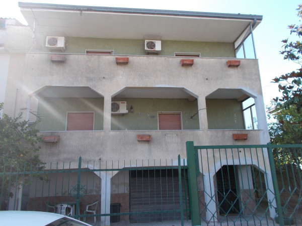 foto  Villa viale M  De Gregorio, Castel Volturno