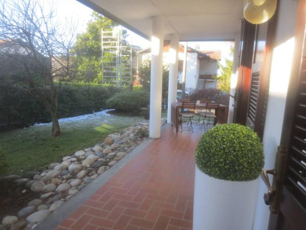 foto  Villa via Provinciale Per Lecco, Lipomo
