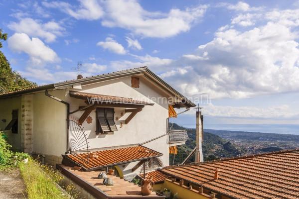 Vendita Villa in via dei Colli 73 Massa. Ottimo stato, terrazza ...