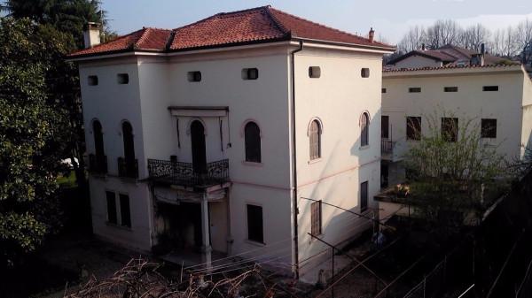 Vendita villa in via enrico toti 8 montebelluna buono for 3 piani di garage per auto con stanza bonus