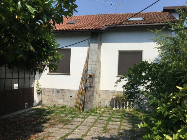 foto ESTRNO2 Villa via Cesare Battisti, Olgiate Molgora