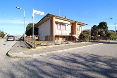 foto Villa Vendita Roverbella