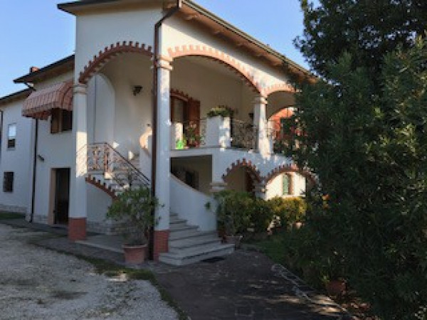 foto  Villa, ottimo stato, 400 mq, Serravalle a Po