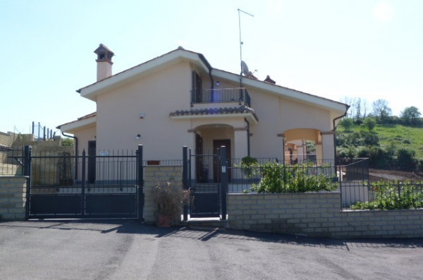 Villa in vendita a trevignano romano rif 26213933 for Case in vendita trevignano romano