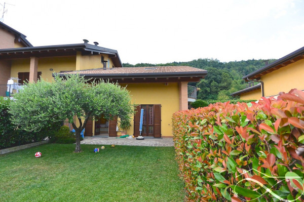 foto  Villa via 4 Novembre, Uggiate-Trevano