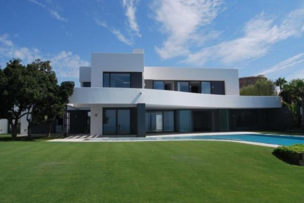 Vendita villa in vicinanze varese nuova posto auto for Foto ville moderne