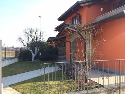 Vendita Villa in centro Veniano. Posto auto, terrazza ...