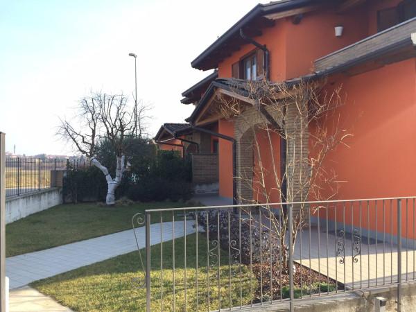 Vendita Villa in centro Veniano. Posto auto, terrazza, riscaldamento ...