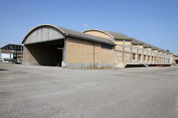 foto Esterno Capannone in Vendita a Ravenna