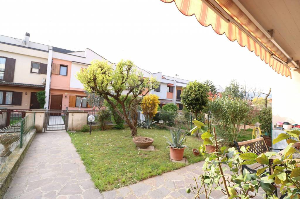 foto  Villa a schiera 5 locali, ottimo stato, Passirano