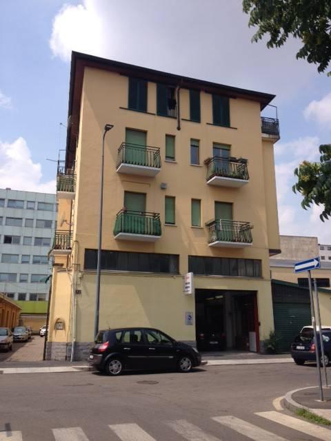 foto facciata Bilocale via Simone Schiaffino, Milano