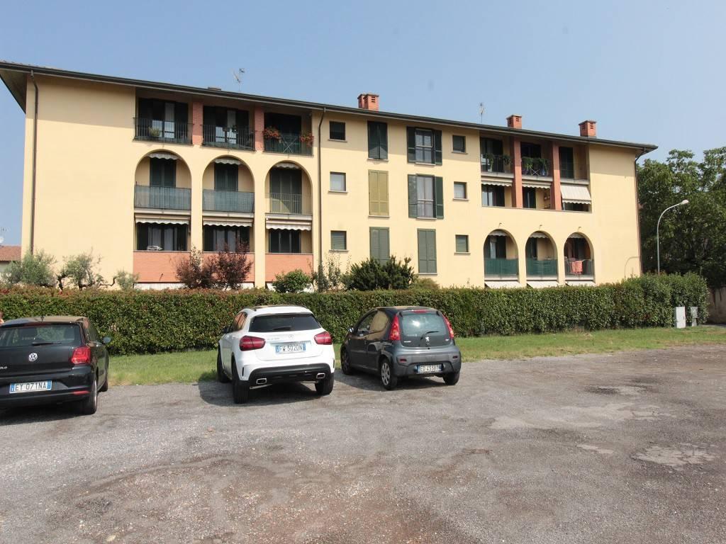 foto FACCIATA 3-room flat piazza castello, Sulbiate
