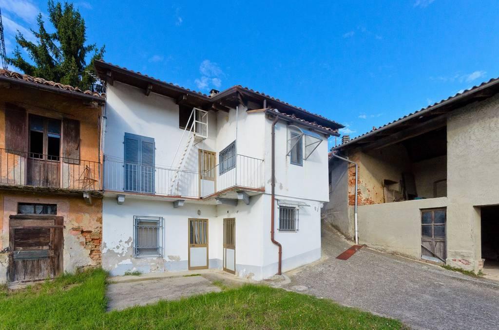 foto a Detached house via Roma, La Morra