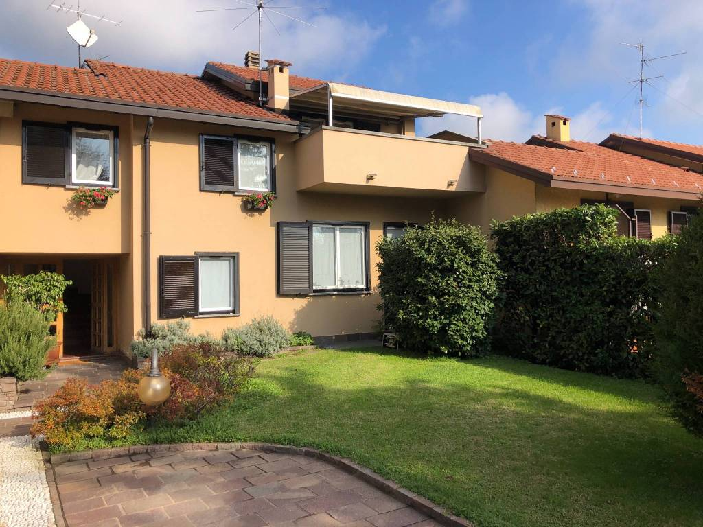 foto VISTA ESTERNA Single family villa, good condition, 180 sq.m., Albavilla